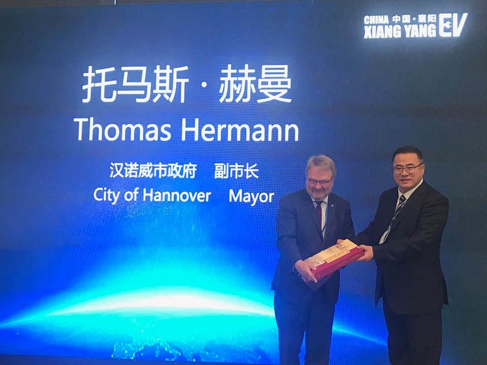 Xiang Yang – Thomas Hermann